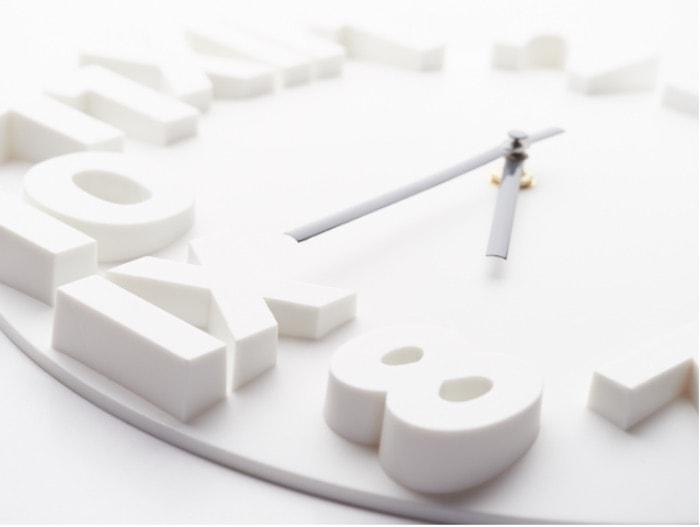 出っ歯の治療期間を連想する時計
