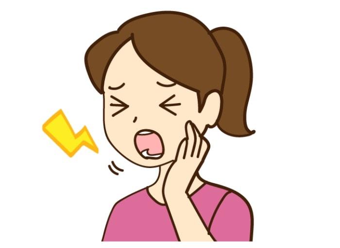 顎関節が痛がっている女性