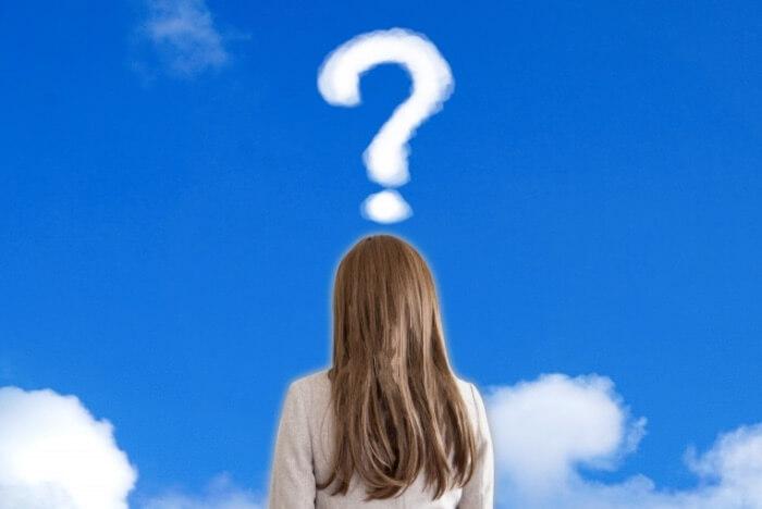 疑問を浮かべている女性