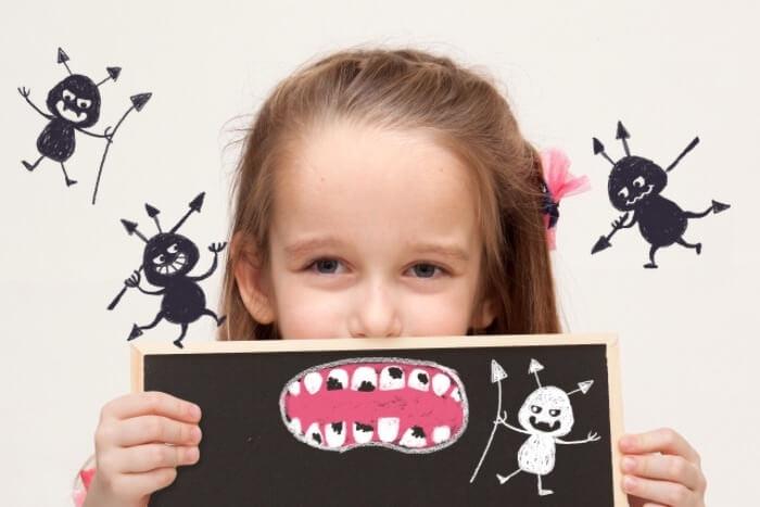 虫歯があっても矯正治療ができるか悩んでいる子供